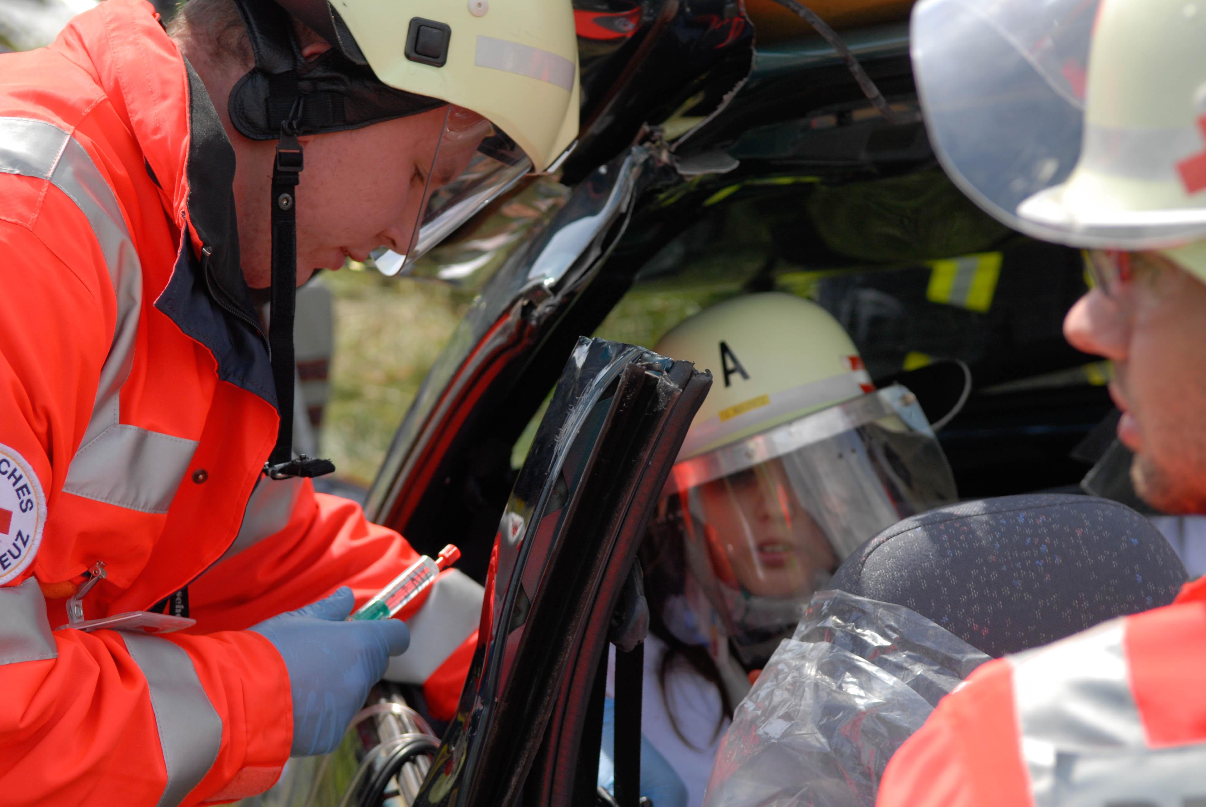 Du möchtest erste Erfahrungen im Rettungsdienst sammeln? Du möchtest Dich  beruflich orientieren, oder die Zeit bis zum Studienbeginn sinnvoll  überbrücken?